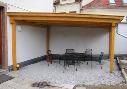 Pergola se zelenou střechou pro Azylový dům pro muže Jihlava